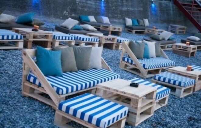 Pallet-Outdoor-Seating-Arrangment